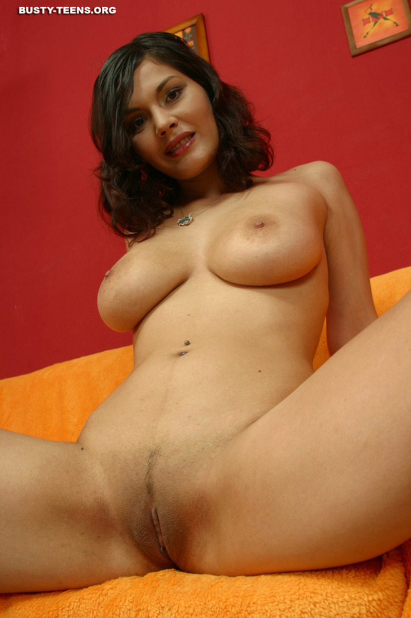 Elvira nude 12 / 15 Babe Picture
