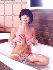 Catalina Cruz Naked Taking A Hot Bath - 01