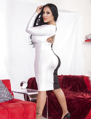 Kiara Mia Showing Her Black And White Dress - 01
