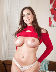 Kendra Lust Shows Off Her Naked Body - 04