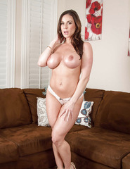 Kendra Lust Shows Off Her Naked Body - 05