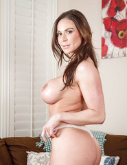 Kendra Lust Shows Off Her Naked Body - 06