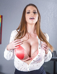 Brooklyn Chase With Her D Cups - 00
