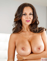 Ava Addams Demonstrates Her Naked Body On The Bed - 05