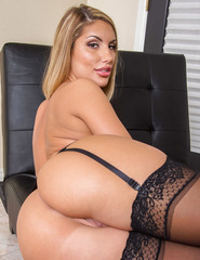 Stocking Attired Blonde Babe August Ames - 13