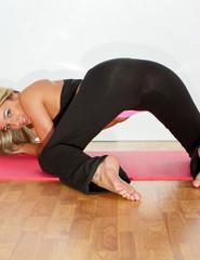 Nikki yoga - 09