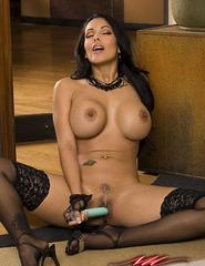 Busty Latina Nina - 02