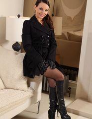 Carla in black - 01