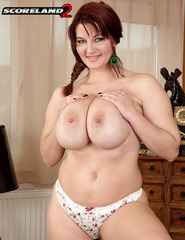 Busty Vanessa V - 04