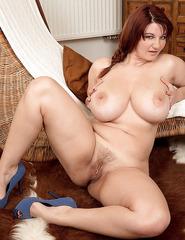 Busty Vanessa V - 09