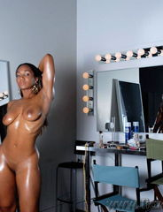 Tiara behind the mirror - 00