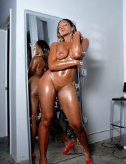 Tiara behind the mirror - 09