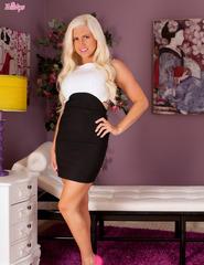 Blonde Chloe Dee - 00