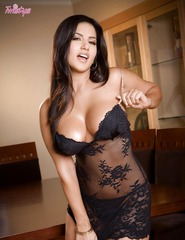 Sunny Leone Toying Her Sweet Pussy - 01