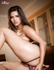 Sunny Leone Toying Her Sweet Pussy - 08