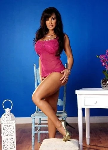 Busty milf Lisa Ann