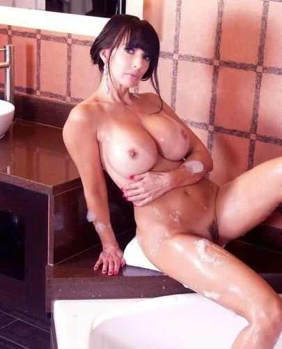 Catalina Cruz Naked Taking A Hot Bath