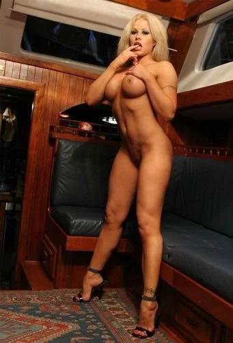 Blonde Nicole