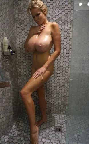 Kelly In Hotel Room