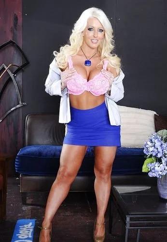 Blonde Babe Alura