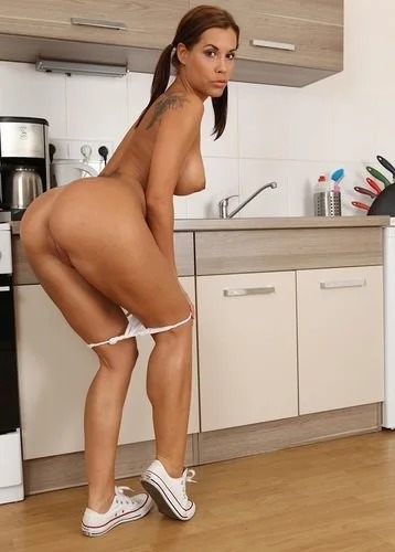 Busty Samantha In The Kitchen