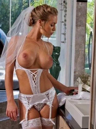 Nicole Aniston In Stockings