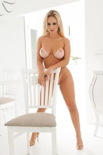 Liziane Soares Sexy Bikini Season