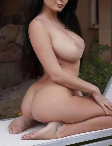 Lucy Li Flawless Nude Body