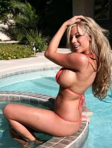 Gisele orange bikini