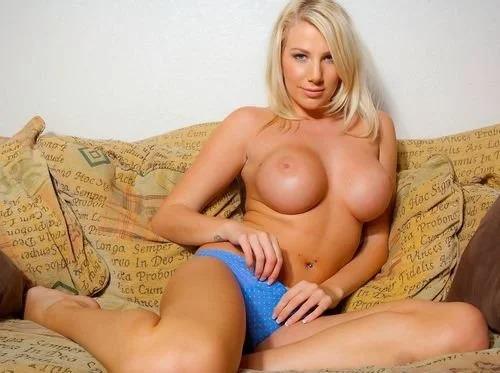 Blonde Danni